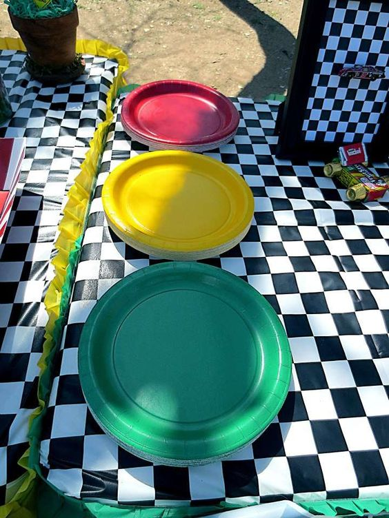 'Traffic Light' Red, Yellow, and Green Paper Plates:
