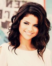 hair selena and style
