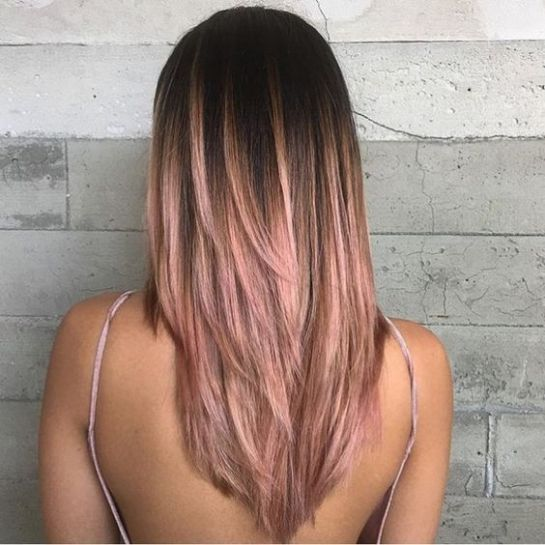 Layers are so cute with rose gold hairstyles!