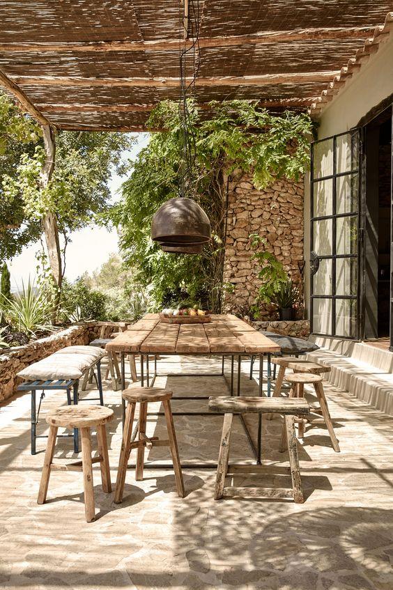 Hotel-La-Granja-Ibiza-exterior-comedor-terraza-acero-Windows-puertas-gardenista: