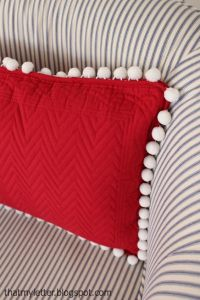 DIY Pom Pom Placemat Pillows - make these adorable pillows ...