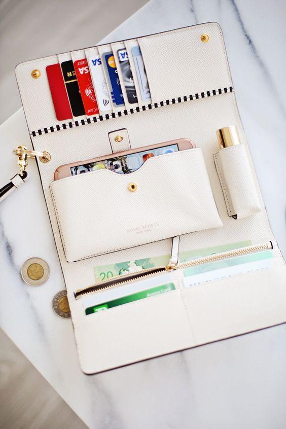 e178b1be5f9b405e9d69f5c6824323b1 10 Items To Pack In Your Travel Bag