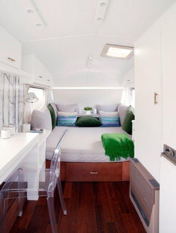 Gli interni di un camper di design: