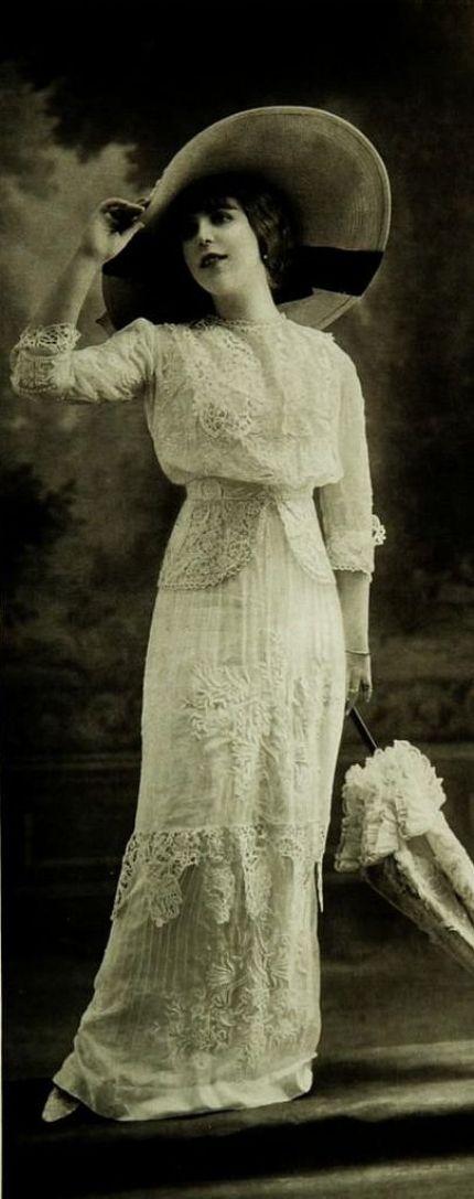Les Modes (Paris) 1912. Robe pour la plage par Buzenet Summer elegance: