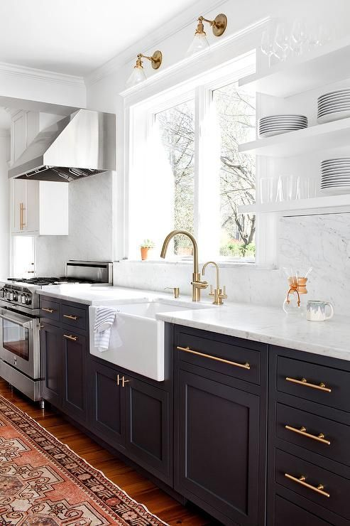 Beautiful kitchen inspiration with open shelving, gold hardware and vintage rug - Decorpad