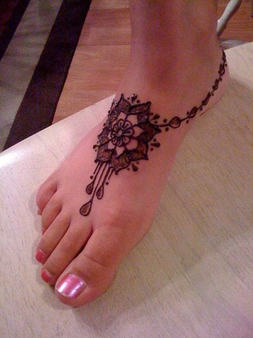 simple mehndi design for feet: