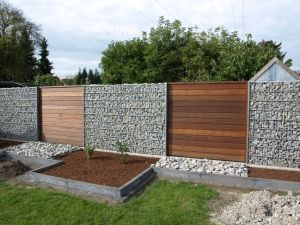 gartenzaun holz und stein | moregs, Garten dekoo
