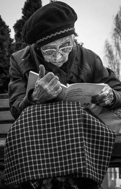 Lady with a book.: