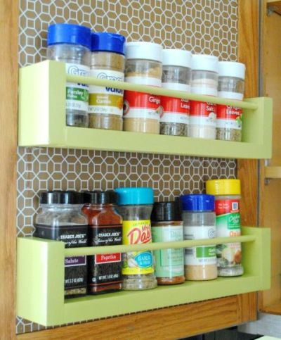 It took this blogger less than $8 and 15 minutes to build this savvy spice rack…: