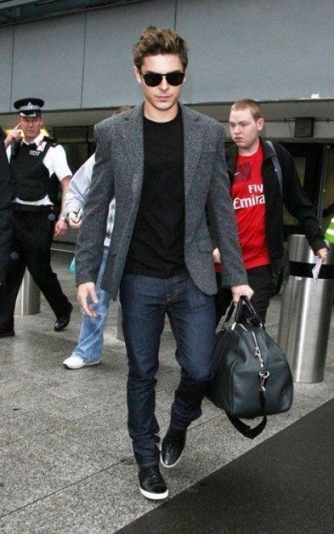 Blazer casual e camiseta preta:
