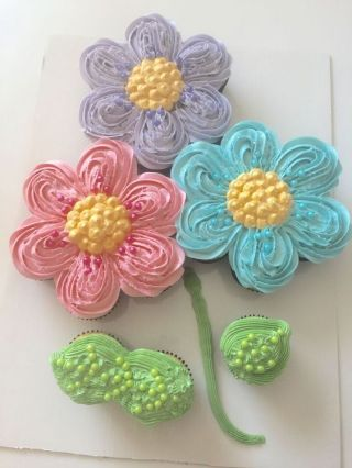 awesome Pull apart cupcake flower cake...: