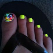 toe nail design bright yellow