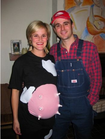 Halloween Pregnancy Costume #9: A Farmer and Cow