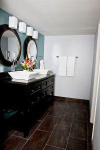 Dark floor, dark cabinetry, blue wall. Elle Decor ...