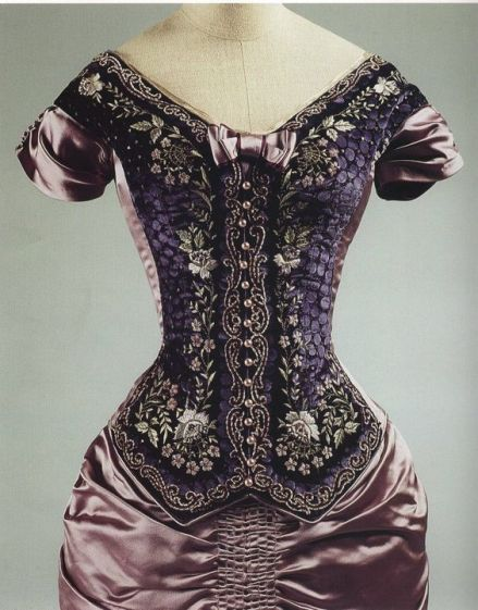 May's 1880-style dress from The Age of Innocence (movie). Designed by Gabriella Pescucci.: