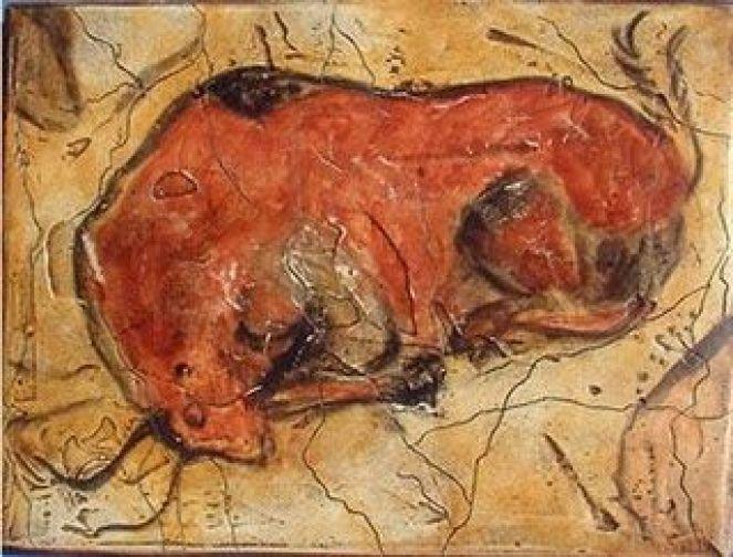 Bisonte derribado, el relieve de la roca, le da mas expresión a la obra.: