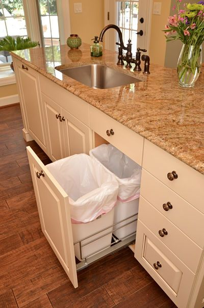 Pull Out Trashcan for an Organized Kitchen