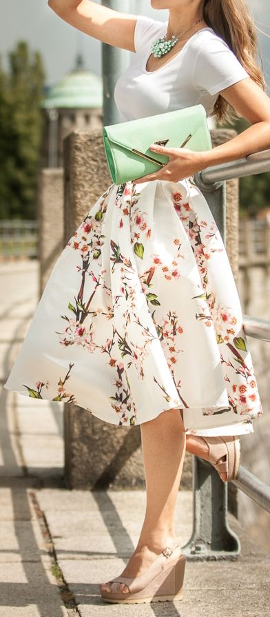 Fashion trends | White tee, floral printed midi skirt, sandals, mint clutch, necklace | mint summer fashion | www.endorajewellery.etsy.com: