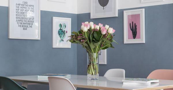 Wand halb Blau gestrichen mit gerahmten Bildern  Wohnen  Pinterest  Gerahmte bilder Rahmen