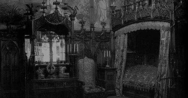 What I imagine Ebanezer Scrooges bedroom would look like