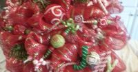Easy Christmas wreath using deco-mesh, wire wreath frame ...