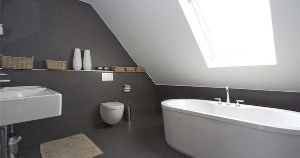 Badkamer onder schuin dak  Badkamer interieur  Pinterest