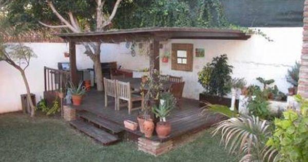 Ruang Makan Alam Terbuka di Rumah  Kolam dan Taman
