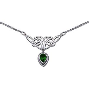 Pretty! Green Celtic necklace. I think I'd like it with