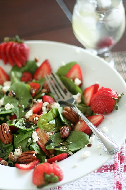 spinach and strawberry salad 7 by sonia the healthy foodie via