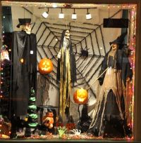 25+ best ideas about Halloween window display on Pinterest ...