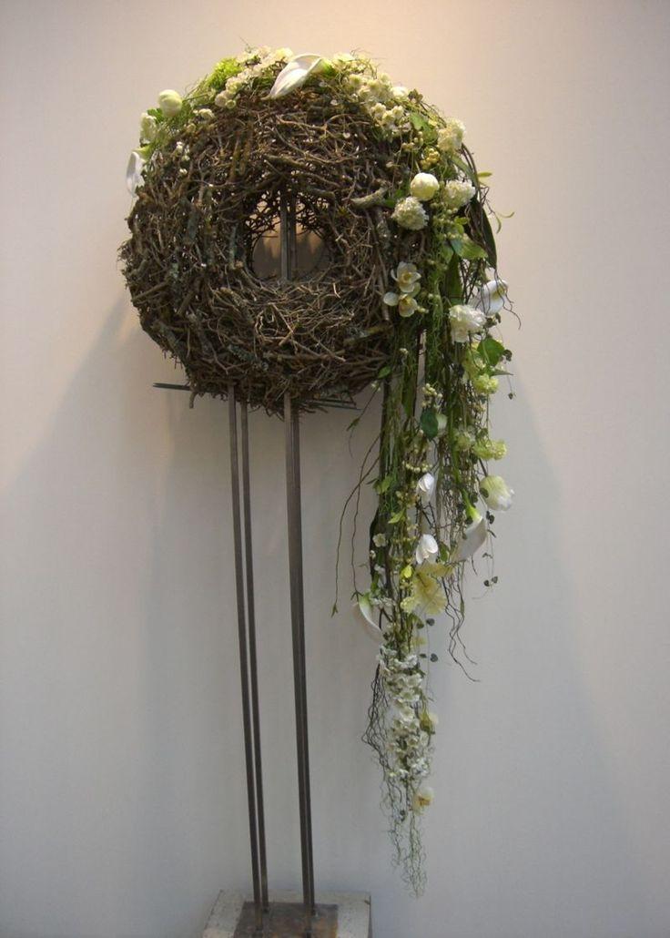 Kreative Gestaltungsidee mit knstlichen Blumen  AMS 10