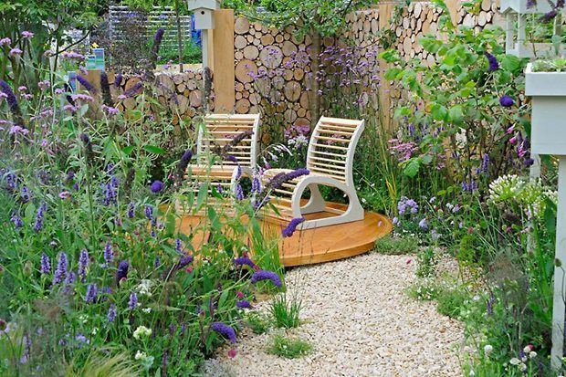 This Tiny Garden Is Packed With Flowers And Features To Support
