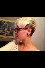 short edgy two-tone hair hairstyles