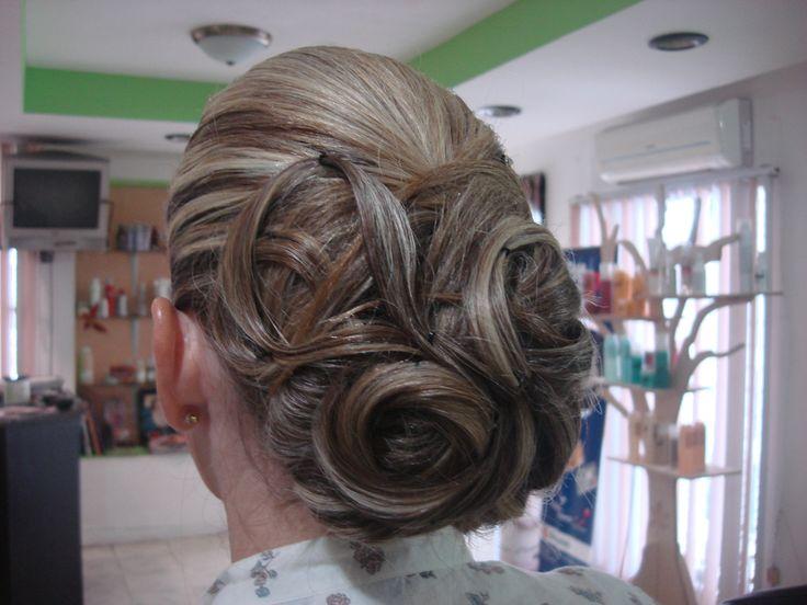 Peinado Chongo Para Una Fiesta De Noche Salon De Belleza