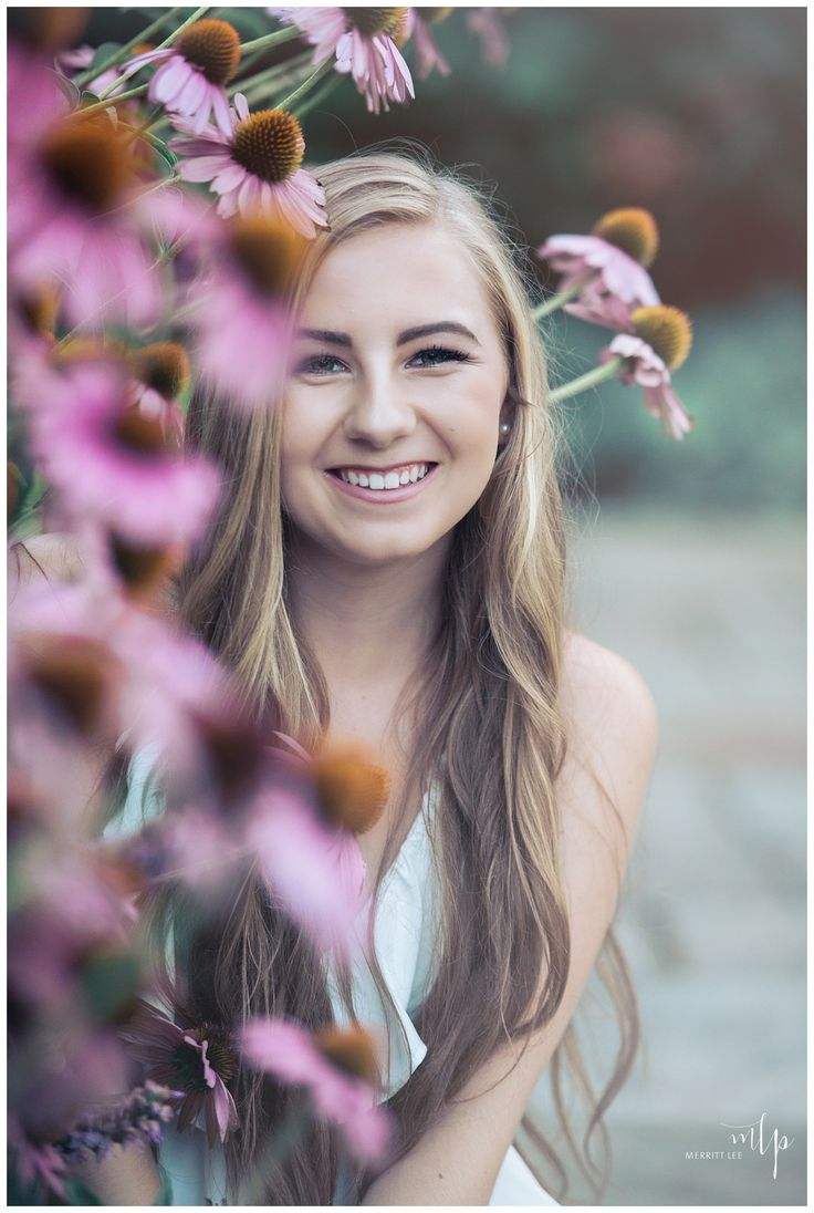 25 Best Ideas about Senior Pictures Hairstyles on Pinterest  Senior picture makeup Girl