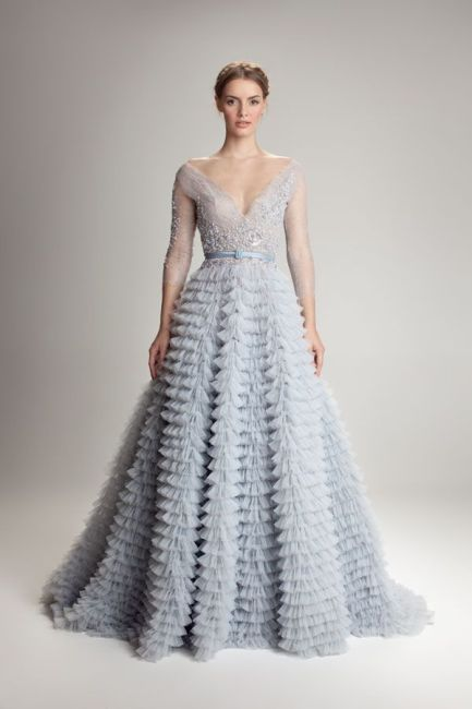 Tonos baby blue o celeste bebé: Una gran tendencia que sigue tomando fuerzas son los vestidos de novias en estos colores suaves. http://zankyou.terra.com.ar/p/los-mil-colores-como-tendencia-en-los-vestidos-de-novias-28064 Foto: Hamda Al Fahim: