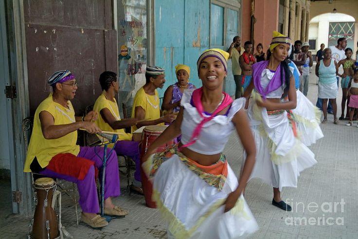 Cuban Band Los 4 Vientos And Dancers Entertaining People