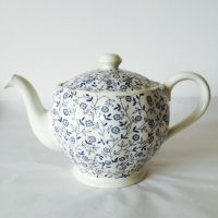 1000+ ideas about Vintage Teapots on Pinterest   Tea sets ...