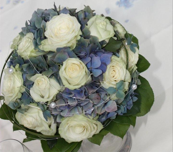 25 best ideas about Brautstrau wei blau on Pinterest  Hochzeitsblumen blau wei