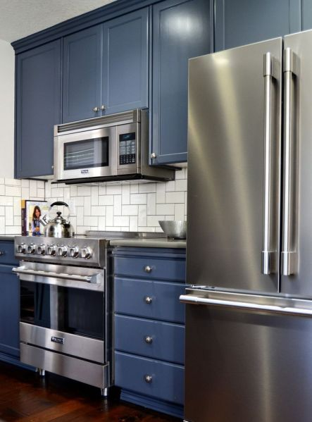 navy blue painted kitchen cabinets Oak kitchen cabinets refinished in Hale Navy Benjamin Moore Advance Paint. | Decor | Pinterest