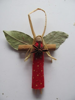 This unique angel craft is a beautiful and rustic handmade ornament idea. Decora