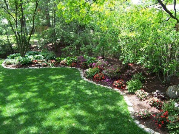 side yard fence border landscaping