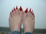 red pointed toe nails wtf