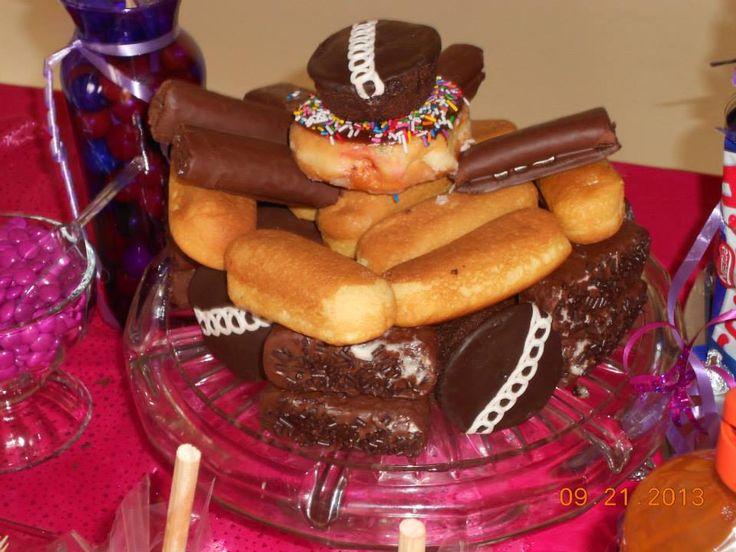 Pastel hecho a base de Gansitos submarinos pinguinos y chocorol  reposteria  Pinterest