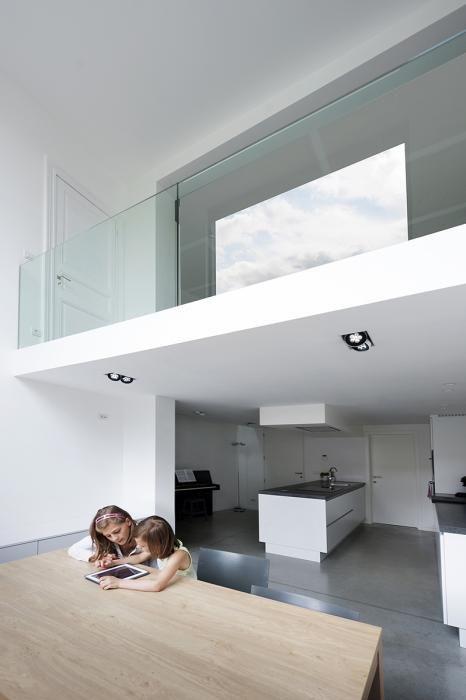 vide glas met eronder keukenruimte zelfde opzet als ons