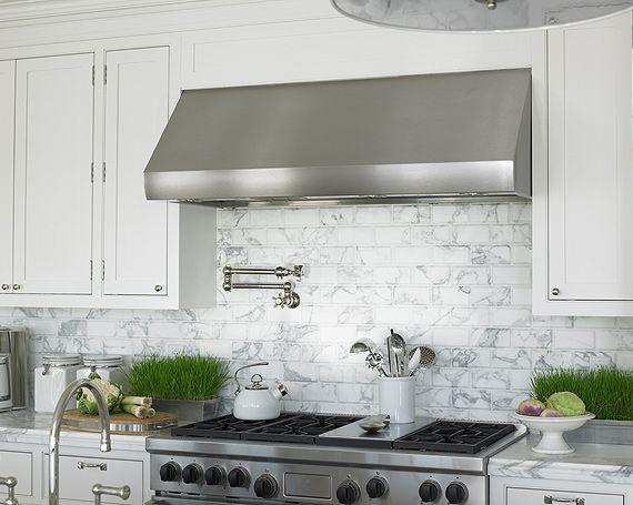 White marble subway / metro tiles used as kitchen range