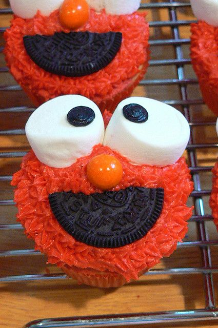 Elmo cupcakes!!! For the ones who still have little ones!!!