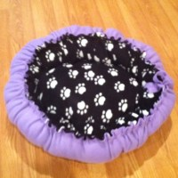 I made this no sew dog bed! Super easy but takes a long ...