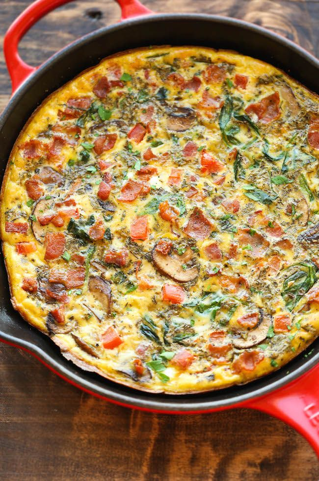 Bacon Mushroom Spinach Frittata – So quick, so easy and so perfect as a quick weeknight dinner or fancy brunch – and you can make