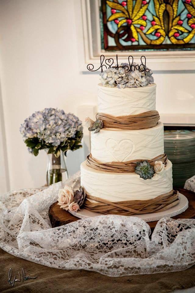 burlap and lace wedding the cake